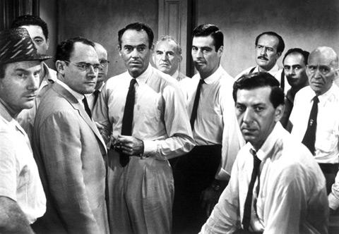 11 av de 12 edsvurna männen, med Henry Fonda i mitten.
